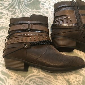 Women's ankle boots size 6.5